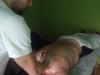 Norbi masszőr ágyon masszíroz