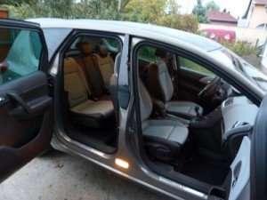 autó-ajtó-kiszállás